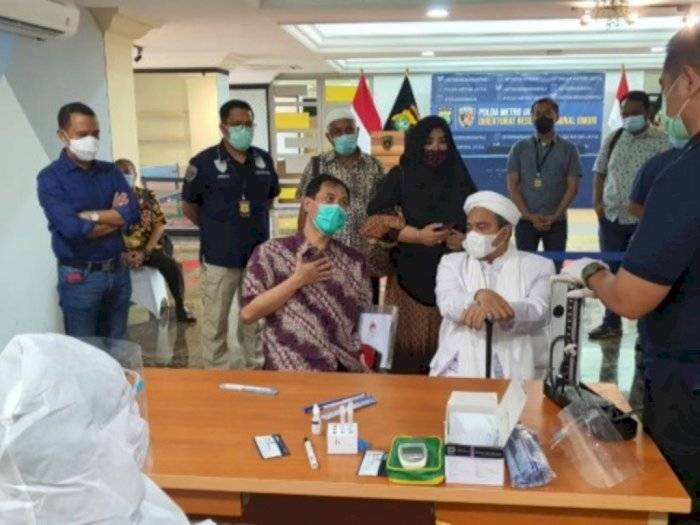 Ayah dan Anak Napi Narkoba Masuk Islam Dibimbing Habib Rizieq