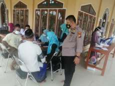 Kapolsek Tapung Monitoring Giat Vaksinasi Covid-19 di Mesjid Nurul Huda Desa Tri Manunggal