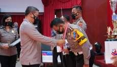 Peringati HUT Lalulintas ke-66, Kapolda Riau Berikan Penghargaan Personel Berprestasi