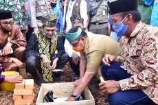 Pj Bupati Bengkalis Hadiri Peletakan Batu Pertama Pembangunan Pondok Pesantren Darul Khair Sungai Pakning