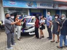 BRI Bagan Batu Serahkan Hadiah Mobil Kepada Pemenang Undian PHS